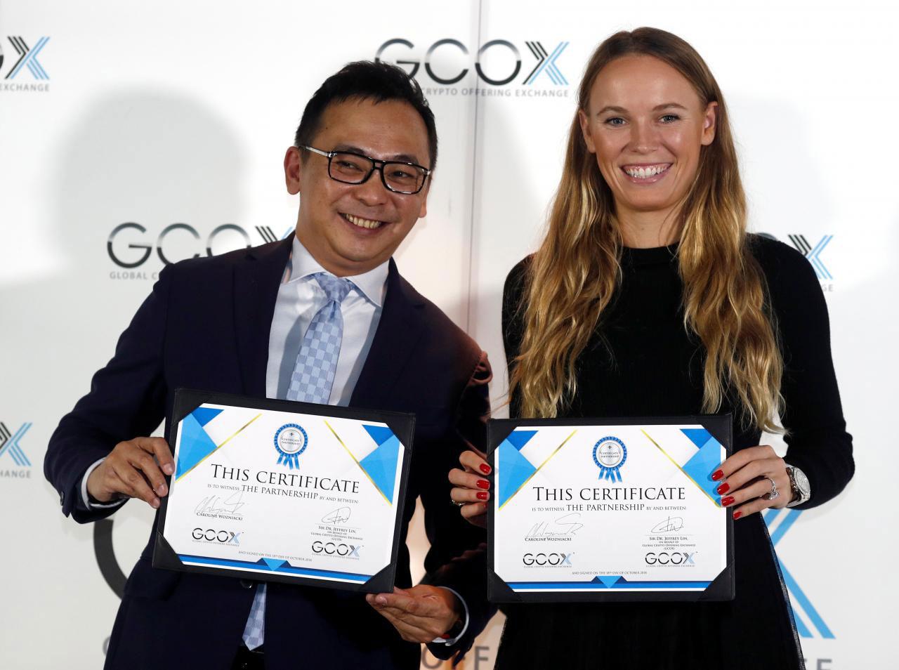 GCOXのCEO Jeffrey Lin氏とCaroline Wozniacki選手(画像:Reuters)