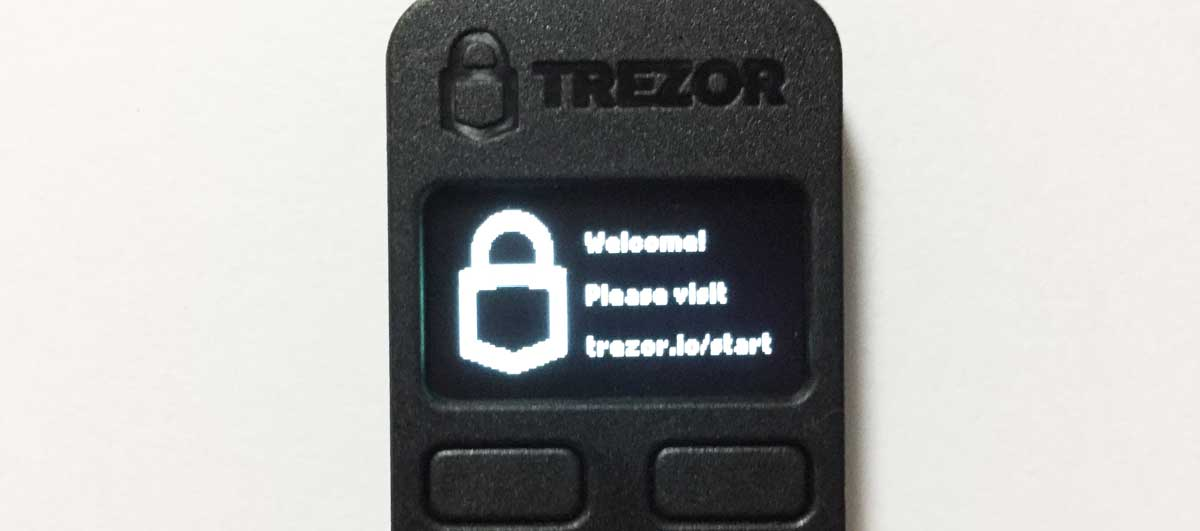 TREZOR本体の画面に『Welcome! Please visit trezor.io/start』と表示