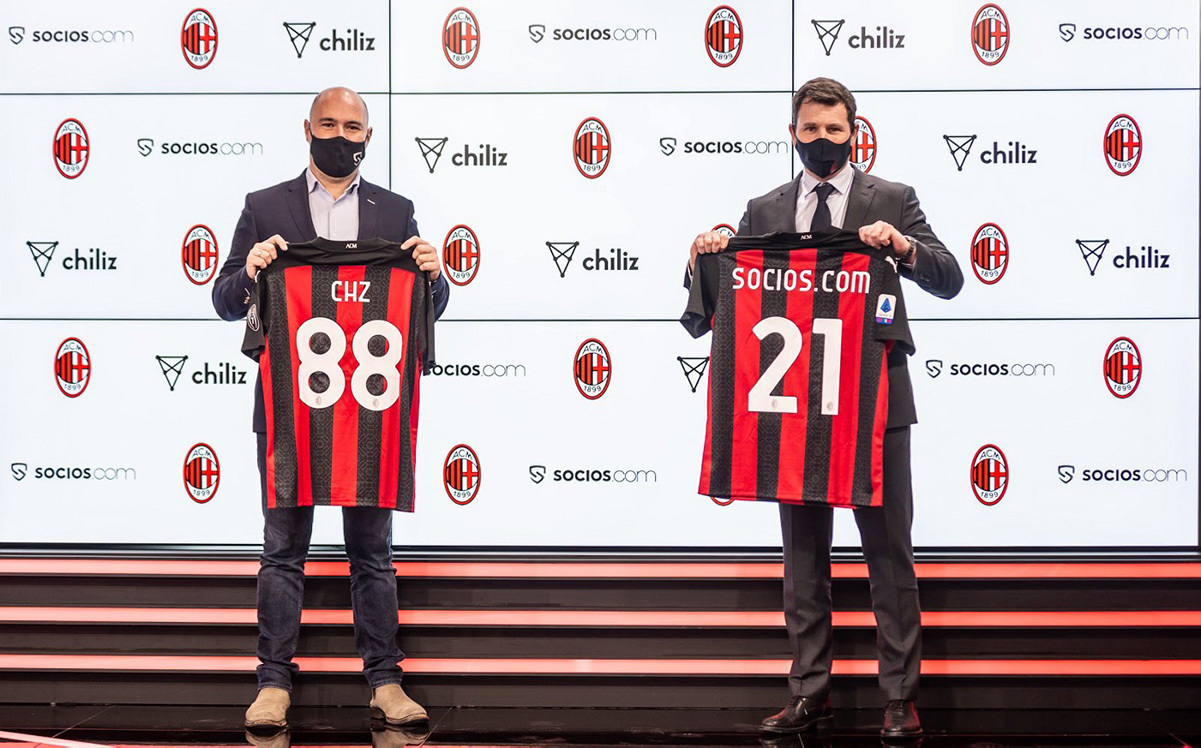 クラブ本社「Casa Milan」の新スタジオでパートナーシップを締結するSocios.com&ChilizのCEO Alexandre Dreyfus氏(写真左)とACミランの最高収益責任者Casper Stylsvig氏(写真右)(画像:Chiliz)